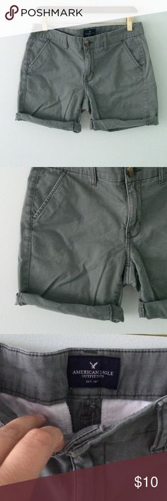 """American Eagle ▪️ Green Boyfriend roll up Shorts Cute boyfriend stretch shorts, that can be rolled or left down. Inseam 7"""" unrolled. Cotton and elastane. No damage. American Eagle Outfitters Shorts Bermudas"""