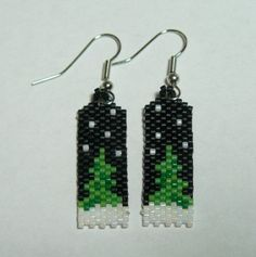 Winter Tree Beaded Earrings di DoubleACreations su Etsy, $12,00
