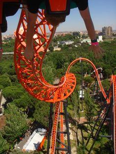Fabulous photo of Abismo at Parque de Atracciones de Madrid, Spain, courtesy of Theme Park Review