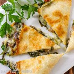 Baked Spinach Mushroom Quesadillas - My favorite quesadilla recipe! These are crispy, delicious, and chock full of nutrition. And baking these quesadillas allows you to make many at once, so you can feed your hungry family quickly and easily! Mushroom Quesadilla Recipe, Spinach Quesadilla, Spinach Tortilla, Quesadilla Recipes, Corn Tortilla Quesadilla, Baked Quesadilla, Baked Mushrooms, Spinach Stuffed Mushrooms, Stuffed Peppers
