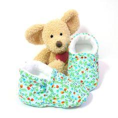 Chaussons bébé turquoise, doublés en polaire blanche, cheville élastique taille 3/6 mois Tricotmuse : Mode Bébé par tricotmuse