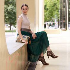 Outfitpost: Autumn Romance - Pullover: Zara | Rock: Zara | Gürtel: Vanzetti | Cluch: Zara High Heels: Zara | Lidschatten: Guerlain | Nägel und Lippen: Guerlain Nagellack 'Vega' und Guerlain Lippenstift 'Garance' | #fashion #outfit #outfitoftheday #style #highheels #skirt #romantic #look