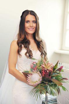 Brautfrisur, Braut-Make-up und Styling für den Bräutigam von PÜPPIKRAM in Berlin.  Bohowedding / Flower Crown / Bridal Hair / Waves / Wedding