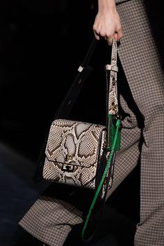 Givenchy Fall 2019 Ready-to-Wear Fashion Show Givenchy Fall 2019 Ready-to-Wear Collection – Vogue Luxury Handbags, Fashion Handbags, Purses And Handbags, Fashion Bags, Cheap Handbags, Fall Fashion, Popular Handbags, Luxury Purses, Ladies Handbags
