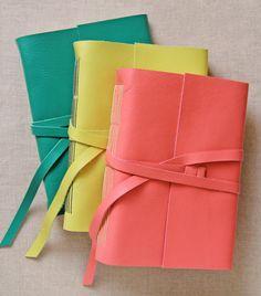 Handmade Notebook, Diy Notebook, Handmade Books, Leather Notebook, Leather Journal, Stationary Notebook, Art Studio Organization, Bookbinding Tutorial, Book Binding
