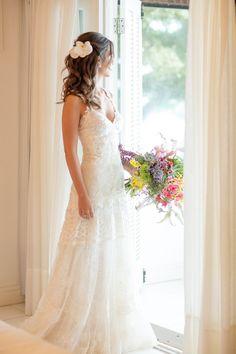 Vestido e véu Yolan Cris escolhido por Camilla. O casamento de Camilla e Beto foi publicado no Euamocasamento.com, e as fotos são de Rodrigo Sack. #euamocasamento #NoivasRio #Casabemcomvocê