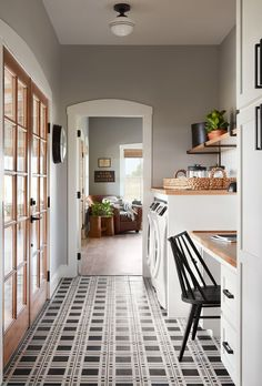 Plaid encaustic cement tiles on floor of laundry room and office. HGTV Fixer Upper episode with all American farmhouse laundry room. Modern Farmhouse, Farmhouse Trim, American Farmhouse, Farmhouse Laundry Room, Farmhouse Decor, Laundry Rooms, Farmhouse Office, Modern Country, Fixer Upper Hgtv