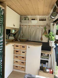 Rent a motorhome Boris in Karlsruhe - Camper Van - Kathrin Cargo Trailer Camper, Camper Van Life, Caravan Decor, Kombi Home, Van Home, Diy Rv, Van Living, Chuck Box, Van Camping