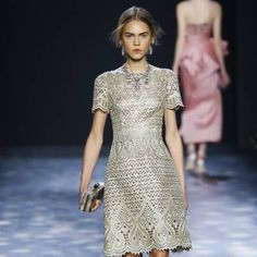 Marchesa at New York Fashion Week Fall 2016 - Details Runway Photos Wedding Guest Style, Crochet Clothes, Fashion Details, World Of Fashion, Pretty Outfits, Ready To Wear, Fashion Accessories, Runway, Short Sleeve Dresses