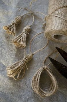 Bows & Tassels in the Shabby style and crocheted . The bows (tassels) do not . - Shabby and crochet bows & tassels … . The bows (tassels) no longer as a passive element to be ob - Burlap Crafts, Diy And Crafts, Arts And Crafts, Burlap Art, Burlap Bows, Bead Crafts, Diy Tassel, Tassels, Christmas Crafts