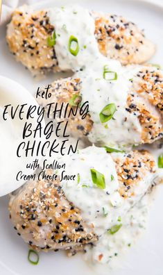 This Everything Bagel chicken with scallion cream cheese sauce is pure NYC bagel heaven! Chicken breasts are coated in E Keto Foods, Low Carb Recipes, Cooking Recipes, Healthy Recipes, Chili Recipes, Kitchen Recipes, Crockpot Recipes, Bagels, Cream Cheese Sauce