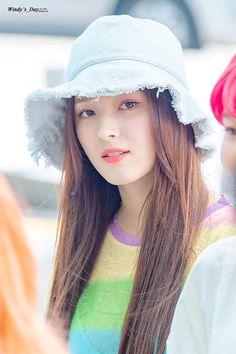 Gorgeous Teen, Beautiful Girl Image, Beautiful Asian Girls, Korean Beauty Girls, Cute Korean Girl, Asian Beauty, Nancy Jewel Mcdonie, Nancy Momoland, Stylish Girl Pic
