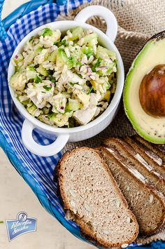 A healthy salad incorporating 2 of my favourite foods - chickpeas and avocado. Chicken Lunch Recipes, Vegetarian Recipes Easy, Soup Recipes, Healthy Recipes, Healthy Soup, Healthy Salads, Healthy Cooking, Healthy Eating, Eating Clean