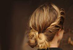 5 Messy Updo Peinado idea es de longitud media o el pelo largo