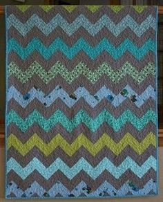 How to Make a Zig Zag Quilt    //    Made without piecing any triangles!   //   crazy mom quilts