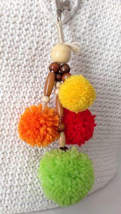 Colgante de pompones de lana