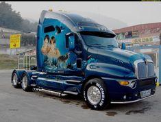 18-Wheeler volvo truck show | Blue Kenworth with nice airbrush paint job