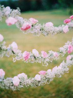Des mètres de fleurs - Blog French Antique Wedding - Blog mariage
