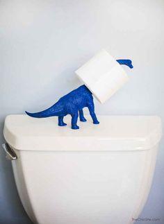 Y haga las visitas al baño más divertidas con un soporte de papel higiénico de dino.