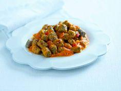 Questi gnocchetti di grano saraceno e ceci conditi da una salsa ai peperoni, sono un primo piatto rustico, ricco e gustosissimo, acceso da un tocco piccante