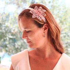 #Haarband Edith #kant #lace  #bruid #bruidskapsel #weddinghair #bride / www.witenzilver.nl