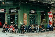 Hanoi est une ville avec un grand coeur et un encore plus grand appétit . Mais la bonne nourriture dans la capitale n' est pas seulement le luxe de cinq étoiles , il s' agit aussi des spécialités locales servis frais et simples et - le plus souvent - dans les rues.