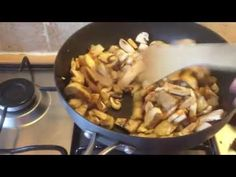 Slimming World Recipes Syn Free Slimming World Pasta Dishes, Chicken Curry Slimming World, Slimming World Recipes Syn Free, Bacon Stuffed Mushrooms, Bacon Mushroom, Mushy Peas, Couscous Recipes, Mediterranean Chicken, Food Videos