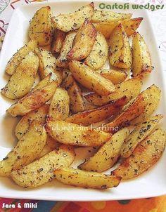 » Cartofi wedgesCulorile din Farfurie Vegetarian Recipes, Snack Recipes, Cooking Recipes, Healthy Recipes, Snacks, Good Food, Yummy Food, Romanian Food, Fruit Drinks