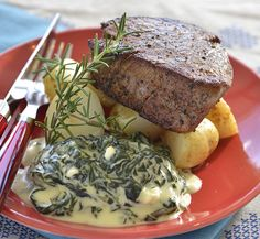 Beef Fillet with Creamed Spinach Beef Fillet with Creamed S Beef Fillet Recipes, Braai Recipes, Beef Tenderloin Recipes, Lunch Recipes, Beef Recipes, Salad Recipes, Dinner Recipes, Dinner Ideas, Recipies