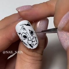 This artist literally nailed Simba! Disney Acrylic Nails, Cute Acrylic Nails, Gel Nails, Disney Nails Art, Pointy Nails, Nail Art Designs Videos, Nail Art Videos, Nail Art Hacks, Nail Art Diy