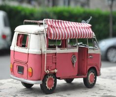 Miniature Retro Style Pink Volkswagen Trailer Car by SimpleSmart Bus Camper, Vw Bus, Retro Toys, Vintage Toys, Vw Hippie Van, Volkswagen T1, Vintage Gas Pumps, Kombi Home, Vintage Diner