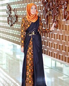 Wearing batik dress and satin scarf in 'Thaitea' Make up using by yours truly by dianpelangi Batik Fashion, Abaya Fashion, Fashion Outfits, Emo Outfits, Lolita Fashion, Emo Fashion, Fashion Ideas, Muslim Gown, Kebaya Muslim