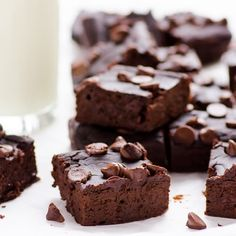 Easy Black Bean Brownies Recipe with no flour, no oil and no sugar. You can basically have these fudgy healthy brownies for breakfast. Healthy Desserts, Healthy Family Meals, Healthy Recipes, Family Recipes, Healthy Carbs, Healthy Potluck, Healthy Zucchini, Healthy Chicken, Eat Healthy