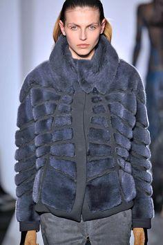 Нажмите чтобы закрыть изображение, нажмите и перетащите для изменения местоположения. Для просмотра изображений используйте стрелки. Catwalk Fashion, Fashion Week, Womens Fashion, Fur Coat Fashion, Mink Fur, Mantel, Faux Fur, Street Style, Winter Jackets