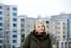 Anu Juvonen kirjoitti esikoisromaanissaan tyttöjen kasvamisesta kaupungissa.