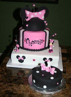 Minnie Mouse cake w/ matching smash by Cake Madam, via Flickr