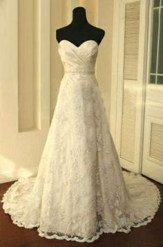 Lace wedding dress, gorgeous!! Just needs sleeves :)