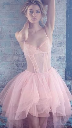 Ballerina Gown Lingerie from VS oh my god I would totally love this Up Girl, Girly Girl, Fashion Fotografie, Babydoll, Foto Casual, Stella Maxwell, Pink Tulle, Victoria Secret Angels, Dress Up