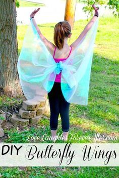DIY No-Sew Butterfly Wings Encourage fun and imagination in your kids, learn How to Make Butterfly Wings Costume<br> Encourage fun and imagination in your kids with this How to Make Butterfly Wings tutorial. It's no-sew and super easy. How To Make Butterfly, Butterfly Party, Butterfly Birthday, Diy Fairy Wings, Diy Wings, Bug Costume, Diy Costumes, Fairy Costume Kids, Angel Costumes