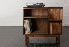 Walnut Record Player Stand price reduced by brianbolesfurniture Walnut Record Player Stand price reduced by brianbolesfurniture - 22 Awesome Diy Record Player Ideas<br> Record Player Table, Record Player Cabinet, Record Stand, Vinyl Record Storage, Lp Storage, Muebles Living, Diy Décoration, Furniture Design, Shelves
