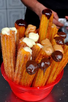 Deliciosos churros con cajeta o chocolate :P