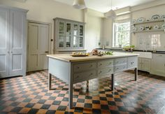 Perfect Georgian Kitchen Style Ideas For Your Amazing Home Kitchen Design Companies, Kitchen Trends, British Kitchen Design, Kitchen Remodel, Interior Design Kitchen, English Country Kitchens, Country Kitchen, Home Kitchens, Kitchen Style