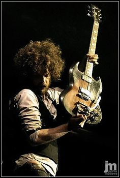 Andrew Stockdale of Wolfmother at the West Coast Blues & Roots Festival. Guy Sebastian, eat your heart out
