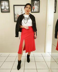Saia vermelha: 30 fotos para se apaixonar por essa peça Waist Skirt, High Waisted Skirt, 30, Ideias Fashion, Chic, Shopping, Style, Button Skirt, Red Skirt Outfits