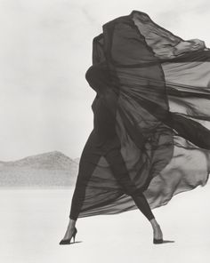 Versace, Veiled Dress, El Mirage, Herb Ritts, 1990. The J. Paul Getty Museum, Los Angeles, Gift of the Herb Ritts Foundation. © Herb Ritts Foundation