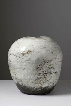 Puncheong Jar (Wing in the Mountain), 2012, by Kang Hyo Lee