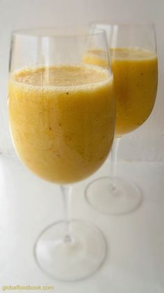 AWESOME Pineapple and Banana Smoothie