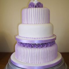 Lilac wedding cake. Love how simple but elegant it is! #lilac #lavender #wedding theme so pretty