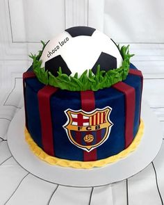 football cake by Choco loco Cake Football, Football Cakes For Boys, Football Themed Cakes, Football Birthday Cake, Birthday Cakes For Men, Themed Birthday Cakes, Bolo Do Barcelona, Barcelona Football, Soccer Ball Cake