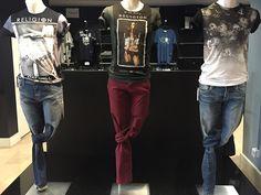 deee0bc729639 Habillés avec les marques Jack and Jones et Religion (Tee-shirts à motif,  Pantalon bordeaux et Jeans). Les femmes vont se retourner... RDV chez  Parano - ...